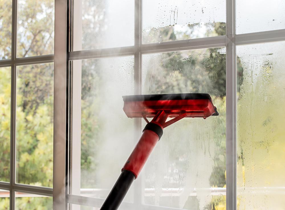 vitres avec un nettoyeur vapeur